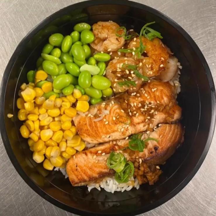 Garlic Shrimp & Grilled Salmon  海鲜煲